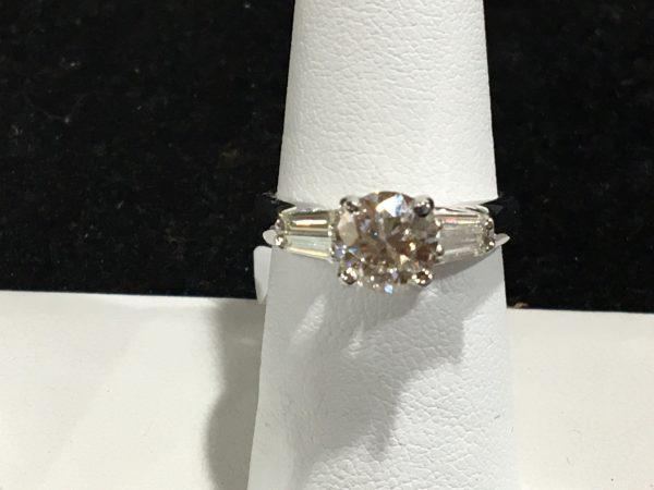 EGI 1.31ct Brilliant Round G-Si1 18k White Gold Ring